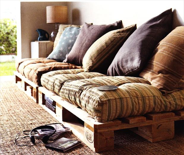 couch-made-from-pallets