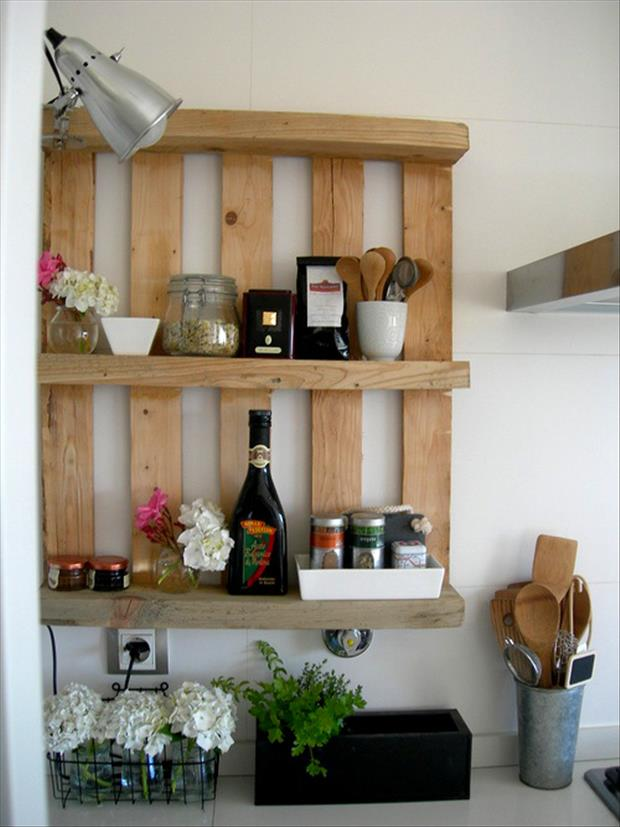 kitchen-shelf-made-from-old-pallets